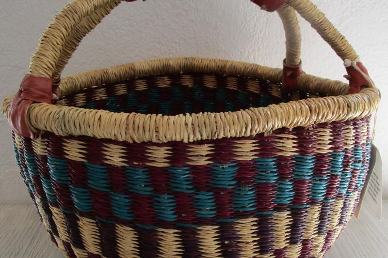 Farbenfroher Bolgakorb aus Ghana - 100 % Fair Trade