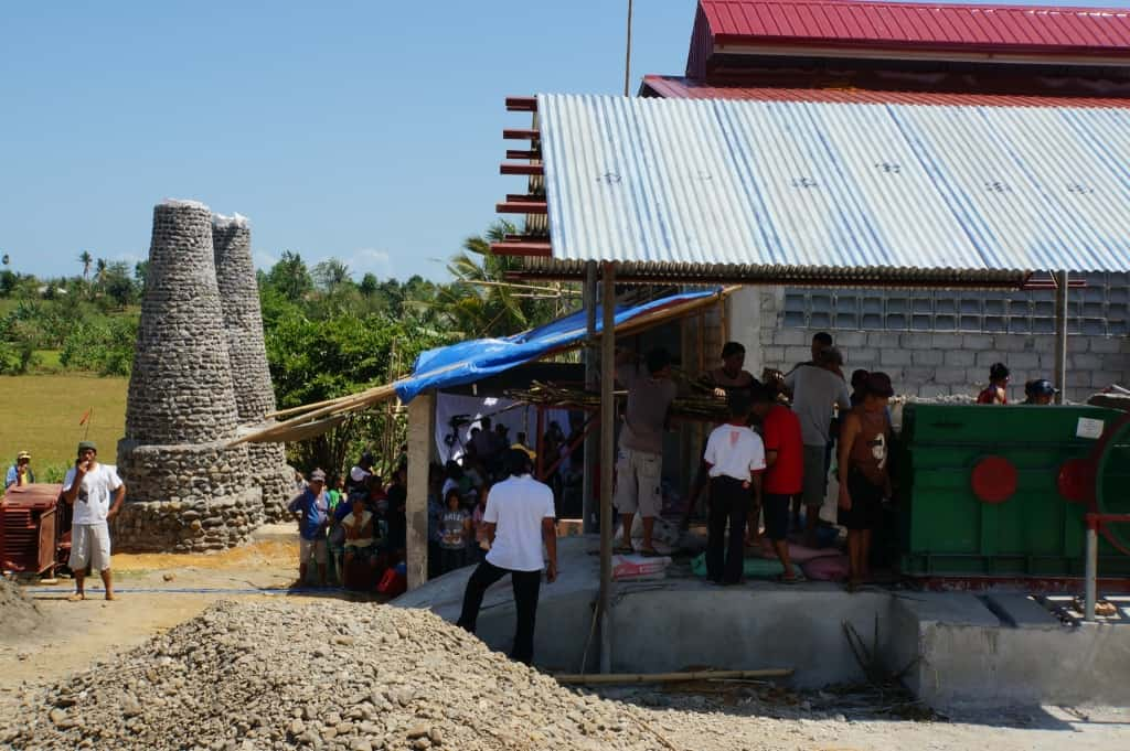Mit gezielten Spenden von 100 Weltläden aus Deutschland und Österreich wurde im April 2015 eine Zuckerrohrmühle aufgebaut. Foto: dwp eG