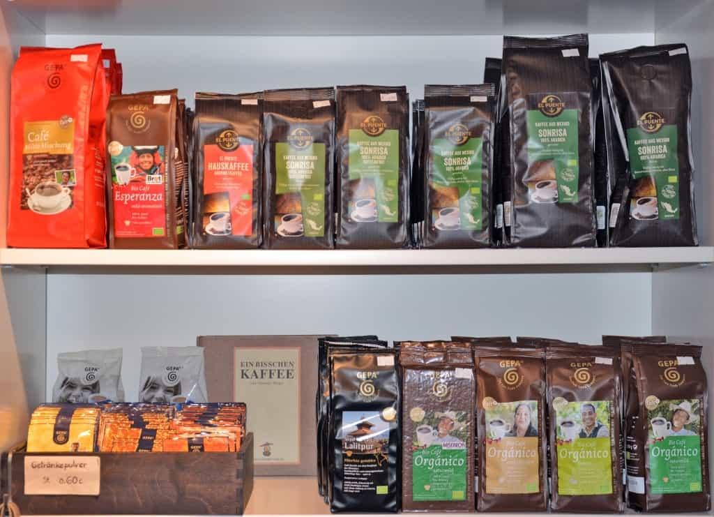 Kaffeesortiment im Weltladen Soltau